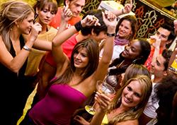Kako da znaš da li se sviđaš devojci u klubu